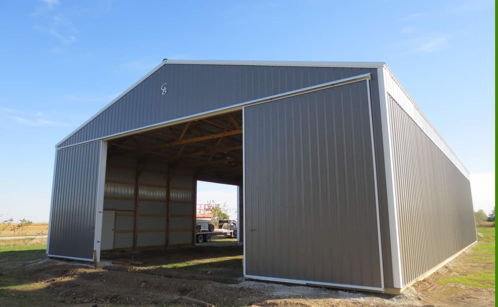machine sheds with living quarters
